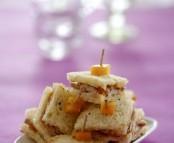 Croques foie gras et pêches aux épices
