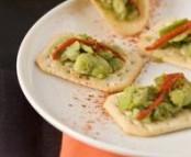 Bouchée de fèves sur lit de crackers