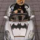 Déguisement chien Batman avec Batmobile