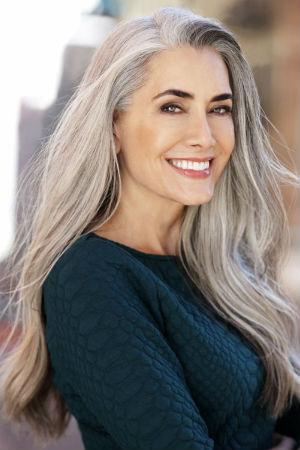 cheveux gris 40 coiffures cheveux gris pour femme diaporama beaut doctissimo. Black Bedroom Furniture Sets. Home Design Ideas