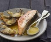 Unilatérale de Saumon écossais Label Rouge au coulis de mangue, tempura de chou rouge