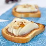Tartine de poires, crème de marron et amandes