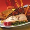 Foie gras en croûte de pistaches vertes et son bouquet de pain d'épices et de légumes croustillants, marmelade douce d'oranges sur toasts fondants aux épices