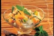 Coupelle de melon et concombre, sauce yaourt mentholée