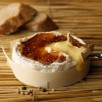 Camembert tiède au caramel poivré