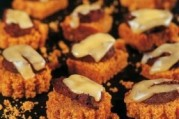 Bouchées de pain d'épices, boudin noir et salers
