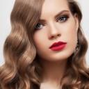 Maquillage yeux bleus foncés