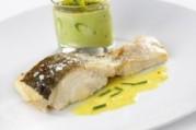 Lieu jaune et flan d'asperges en verrine, beurre de curry-ciboulette