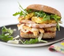 burgers-de-poulet-au-bacon-pommes-paillassons