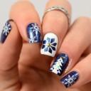 nail-art-flocons-blancs-bleus