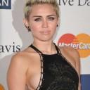 Miley-Cyrus-side-boobs