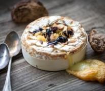 camembert-roti-a-la-confiture-de-framboises