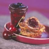Confiture de cerises et pain perdu brioche au sucre vanille