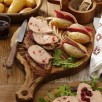 Tartines de foie gras et magret fumé au confit d'oignon