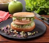 burger-au-foie-gras-jeunes-pousses-et-pomme-grany-smith