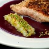 Pavé de saumon écossais label rouge braisé en écailles de pommes de terre au romarin