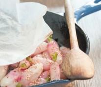 cocotte-de-radis-roses-glaces-au-sesame-et-creme-de-fanes