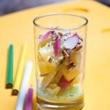 Salade de pommes de terre et radis, sauce wasabi et noisettes concassées
