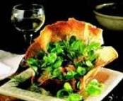 Galette de blé noir croustillante à la mâche et julienne de saumon