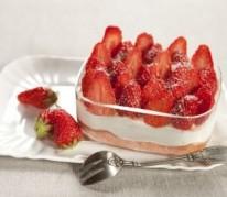 tiramisu-minute-aux-fraises-et-biscuits-roses