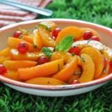 Salade d'abricots et groseilles à la menthe