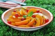 salade-d-abricots-et-groseilles-a-la-menthe