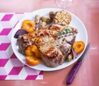 cotes-de-veau-aux-abricots-et-oignons-rouges