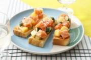 toasts-de-saumon-frais-de-norvege-et-ananas