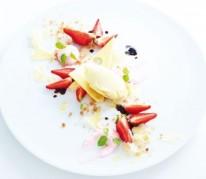 fraisier-destructure-glace-appenzeller-et-feuilles-de-basilic