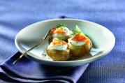 pommes-bonnottes-de-noirmoutier-en-chantilly-de-chevre-et-aneth-lanieres-de-truite-fumee