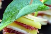 millefeuille-de-princesse-amandine-au-jambon-serrano-et-tomme-de-brebis