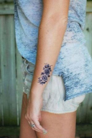 tatouage fleur tatouage sur le c t de l 39 avant bras. Black Bedroom Furniture Sets. Home Design Ideas