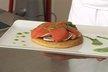 Tarte fine croustillante à la tomate et aux champignons, jus de persil