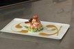 Gambas cuites à la vapeur en nage d'épices, julienne de courgettes et poires