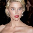Coloration cheveux blond platine Amber Heard