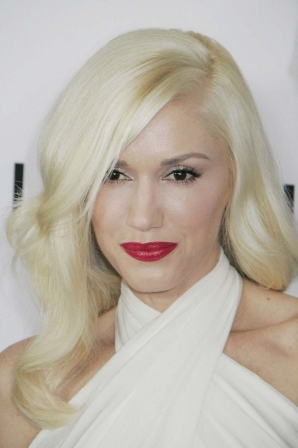 couleur cheveux blond platine gwen stefani diaporama beaut doctissimo. Black Bedroom Furniture Sets. Home Design Ideas
