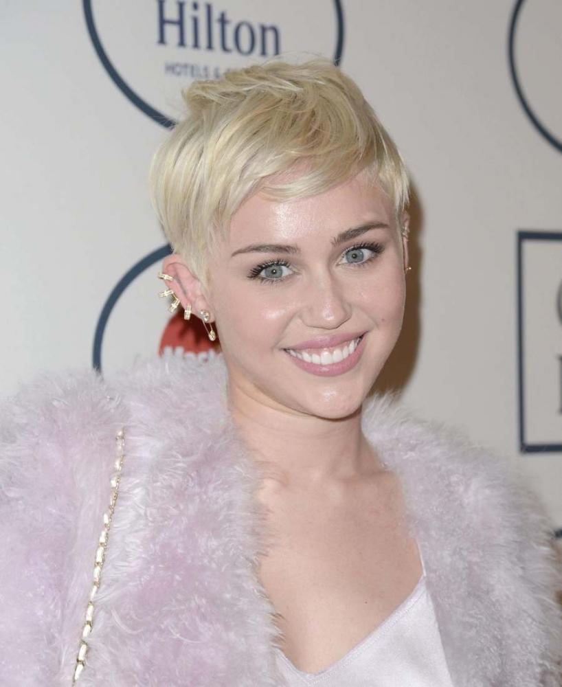 Cheveux platine blanc miley cyrus diaporama beaut doctissimo - Cheveux blond blanc ...