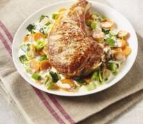 cotes-de-veau-et-legumes-a-la-creme